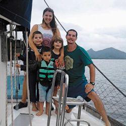 Familia funcional: durante las travesías  se les asignan tareas  a los chicos, vinculadas con el mantenimiento y la navegación. Cuando el mar lo permite, participan todos.