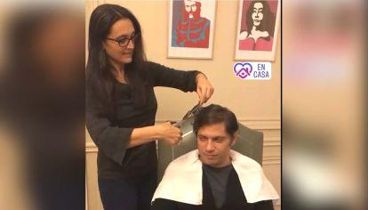 Soledad Quereilhac le cortó el pelo a Axel Kicillof durante la cuarentena.