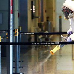 Refuerzan medidas sanitarias en los aeropuertos de la Argentina
