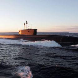 El submarino mide 170 metros de eslora, tienen un desplazamiento de 24.000 toneladas y está armado con el sistema de misiles Bulava.