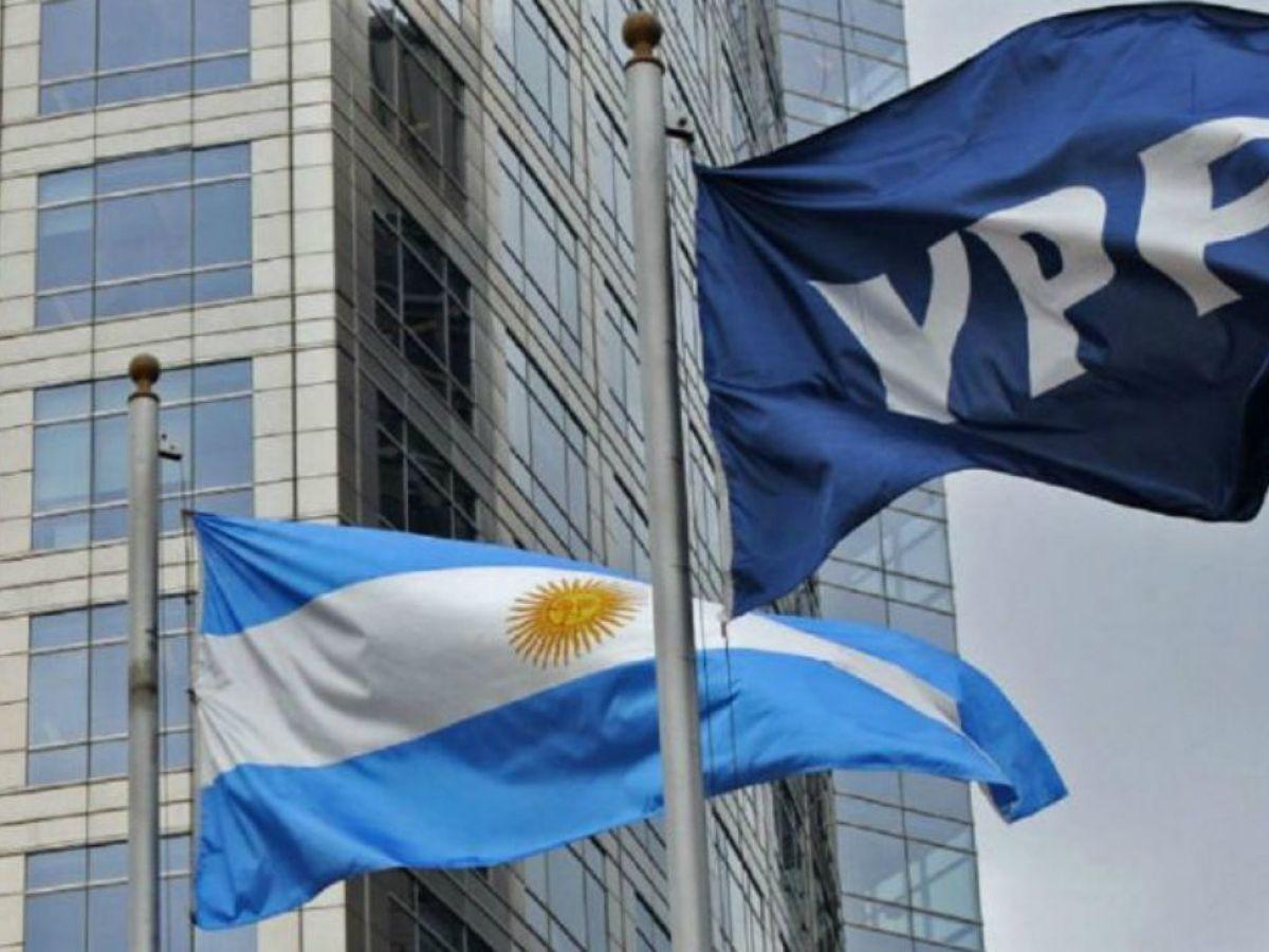 Bloomberg: ¿Por qué YPF realizó una nueva oferta para el canje de su deuda?