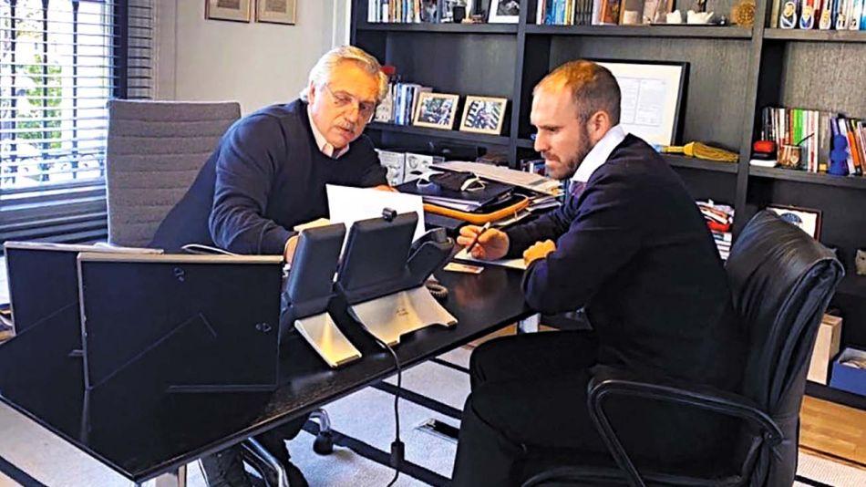 Alberto Fernández y su ministro Martín Guzmán.