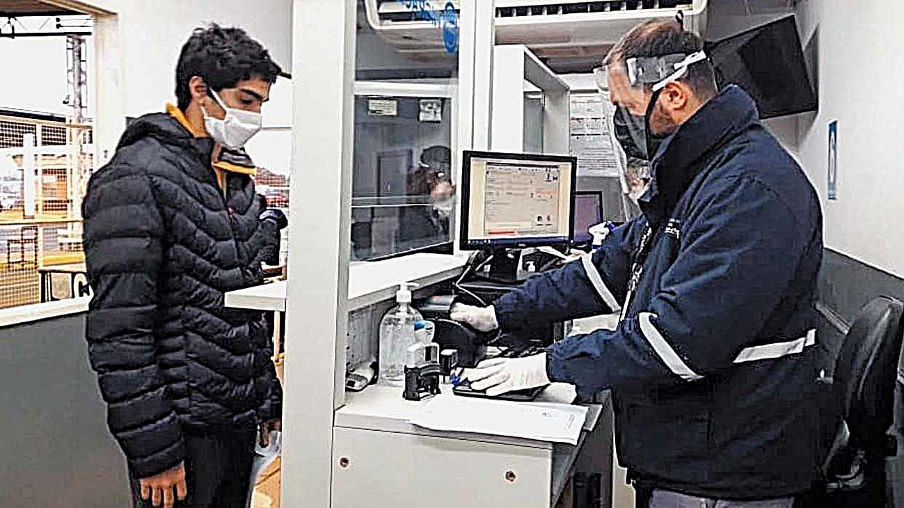 Ezeiza. Por lejos, el paso fronterizo que más tránsito de personas registra de los siete habilitados.