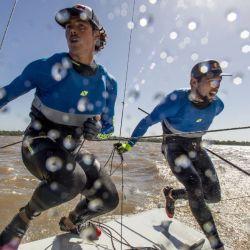 Yago y Klaus Lange, son competidores olímpicos como su padre Santiago, pero en los veleros de clase 49er.