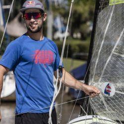Yago Lange tiene 31 años, vive en Buenos Aires y, como atleta para Red Bull, entrena habitualmente en el Club Náutico San Isidro