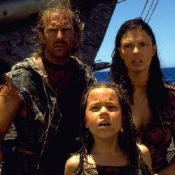 La trama de Mundo acuático, con Kevin Costner se sitúa en en futuro en el que la cantidad de agua supera a la de tierra en el planeta, porque se derritieron los polos.