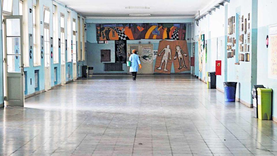 Vacías. Las escuelas están en una situación anómala. Los padres están ansiosos pensando en la vuelta.