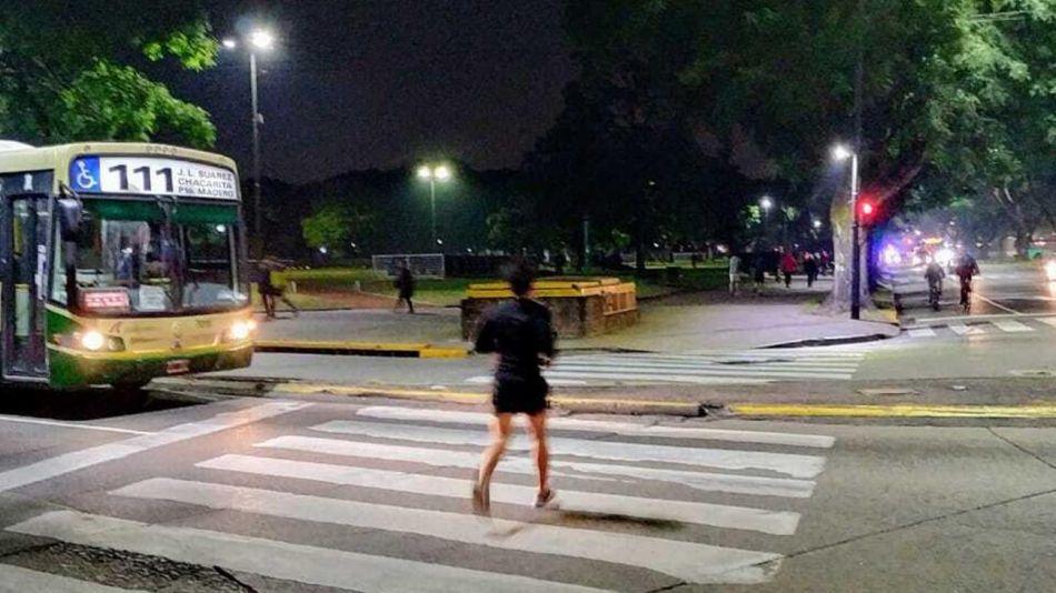 Gente corriendo en Parque Los Andes (CABA), 20200608