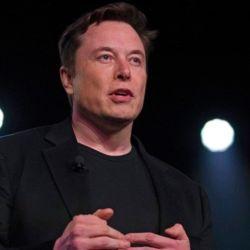Elon Musk ha dicho que desea enviar hasta 100 personas para completar misiones a la Luna y al planeta rojo.