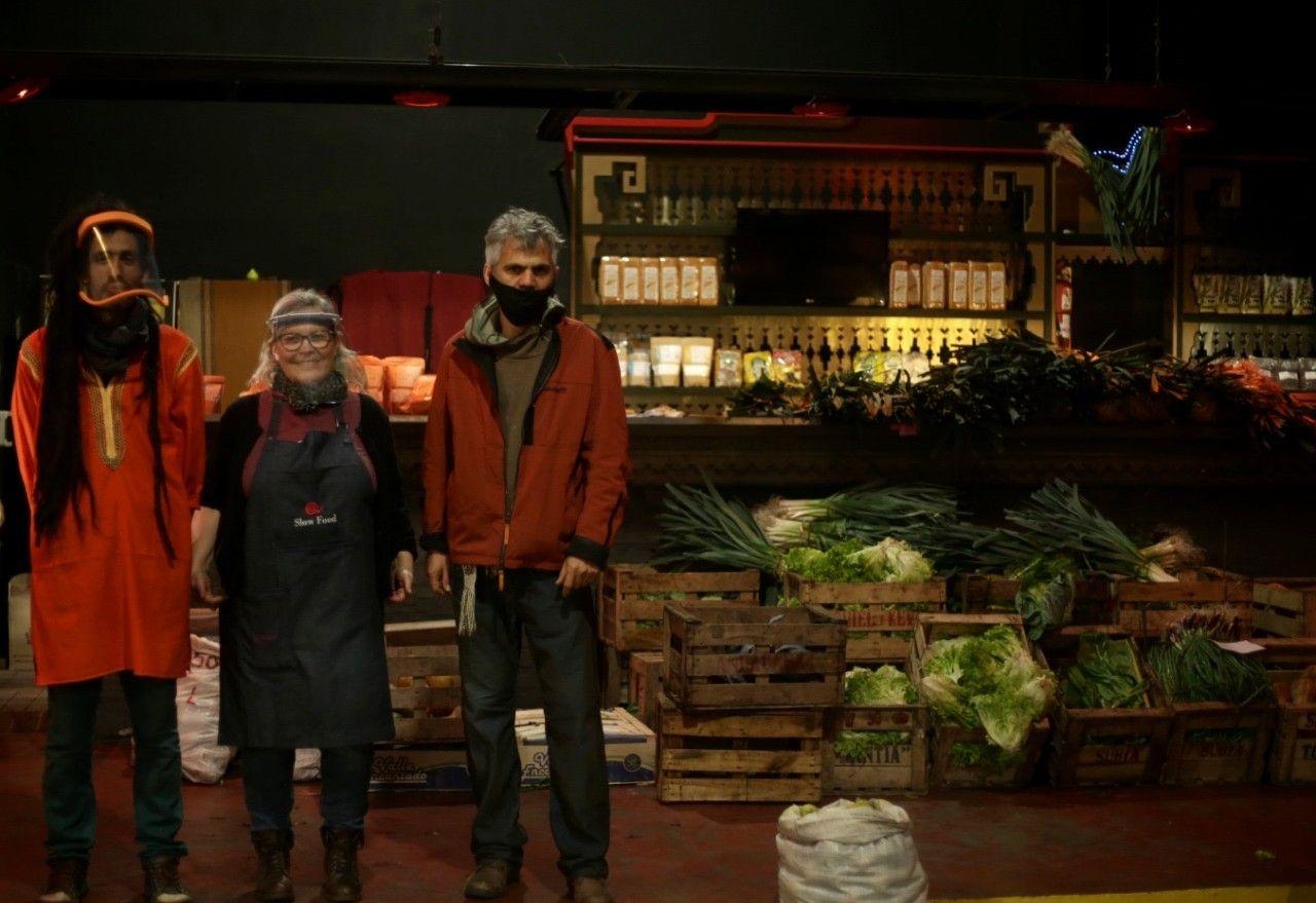 En la sala de conciertos Auditorio Oeste, todos los sábados de 9 a 16 hs., funciona el mercado agroecológico