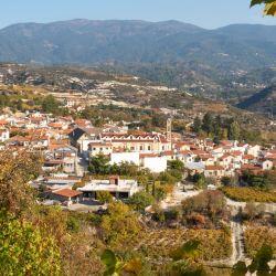 El idílico pueblo chipriota de Omodos se encuentra rodeado de viñedos.