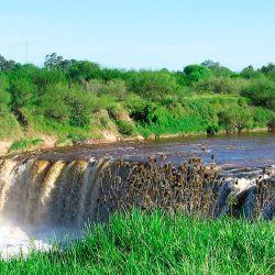 El Parque Regional Villa Gobernador Gálvez permanece cerrado aunque encierra rincones hermosos como el de esta cascada.