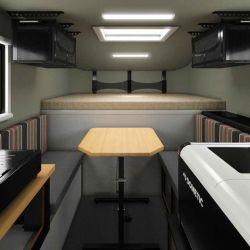 En el interior hay un área de cocina y otra para dormir (elevada).