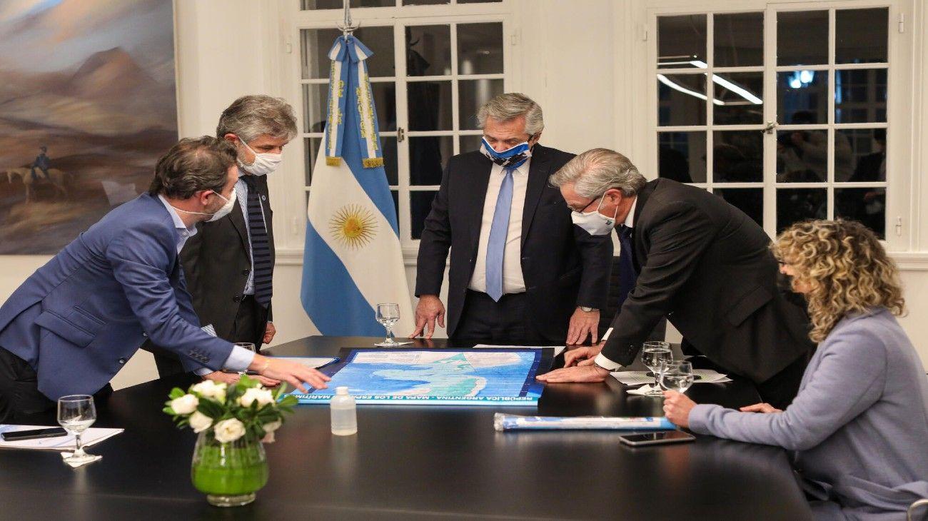 Alberto Fernández recibió en Olivos a Felipe Solá y Daniel Filmus para anunciar tres leyes vinculadas a Malvinas