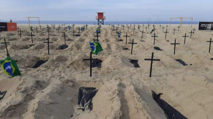 Brasil: tumbas en una playa de Río de Janeiro