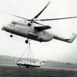 En 1961 fue reconocido como el helicóptero de mayor capacidad de elevación de cargas.