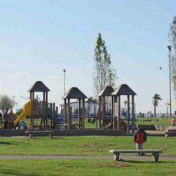 El amplio predio del Parque de los Niños, junto al Río de la Plata en el barrio de Núñez, sitio ideal para disfrutar con los chicos. Juegos, espacios verdes, pesca, caminatas  y paseos  en bici.