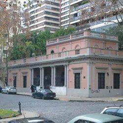 En Barrancas de Belgrano se encuentra esta casona de 1856 que pertenecía a Valentín Alsina.