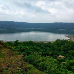 Hasta hace poco, el lago Lonar tenía este tono verde esmeranda que era su característica.