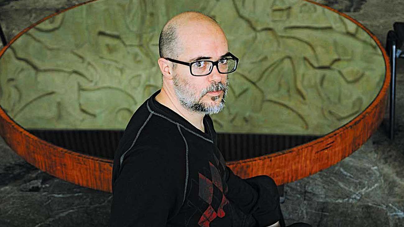 Plural. El famoso artista, guionista y director posee en su producción películas, obras, libros y más.