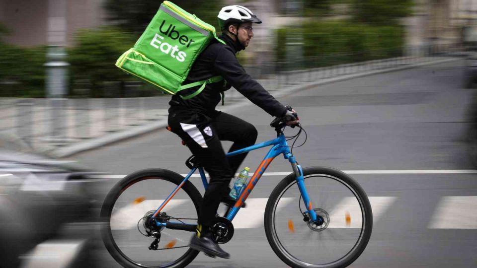 La división Uber Eats de la compañía de transporte de pasajeros se ha centrado hasta ahora en la entrega de alimentos preparados por restaurantes.
