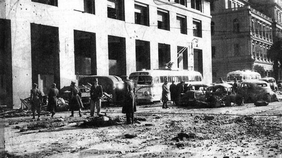 tragedia-las-bombas-no-tocaron-la-plaza-de-mayo-pero-impactaron-sobre-su-contorno-la-avenida-paseo-colon-sufrio-los-mayores-danos-la-cantidad-de-vitimas-mortale