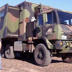 Los M1087 FMTV son camiones duros, robustos, fiables, muy duraderos y también relativamente fáciles de reparar.