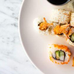 Opciones de sushi para festejar su día.