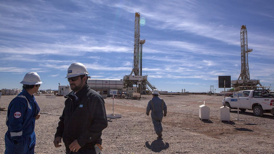 YPF workers at a drilling site in Vaca Muerta.