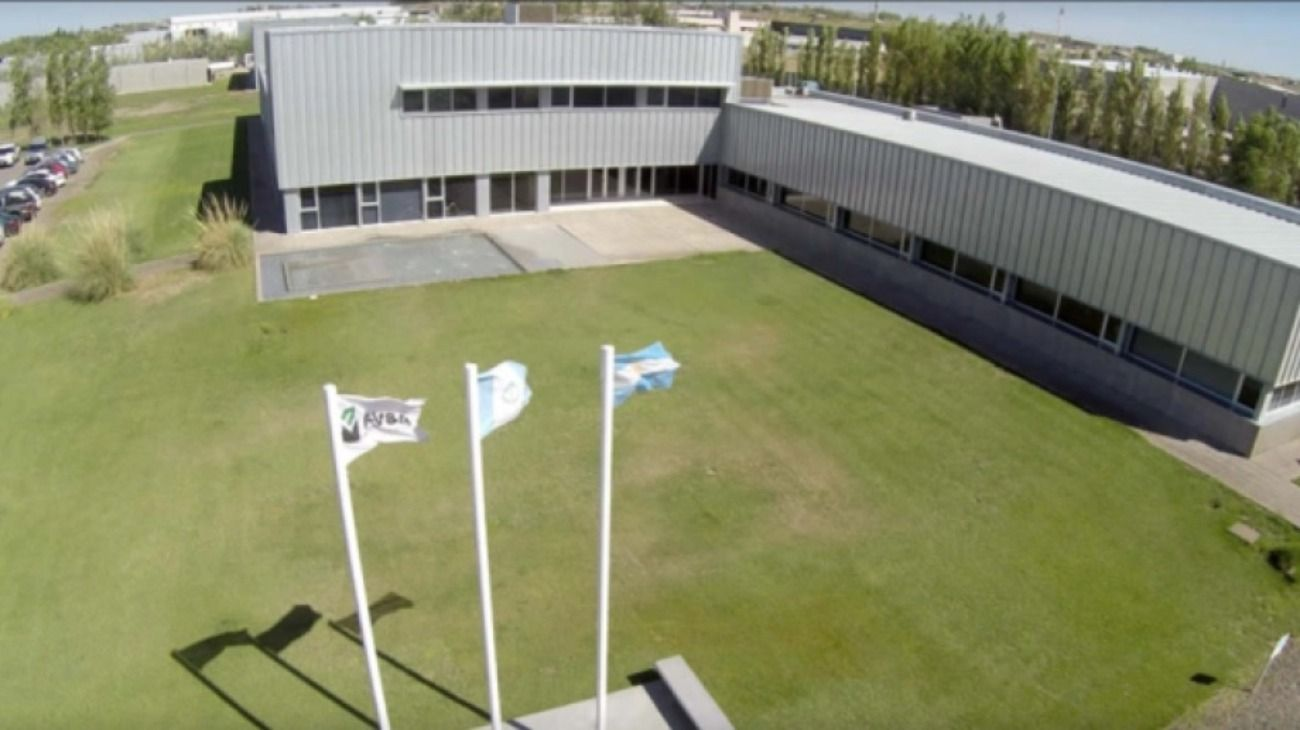 Fuerte crisis de EDVSA, una de las principales contratistas de YPF.
