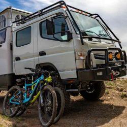 Ambos modelos se montaron sobre de un chasis Fuso Trucks, compañía dependiente de Mitsubishi.