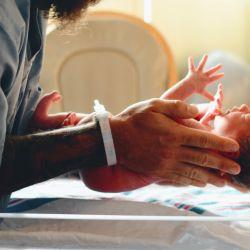 En primera persona: cómo es vivir la licencia por paternidad de 6 meses