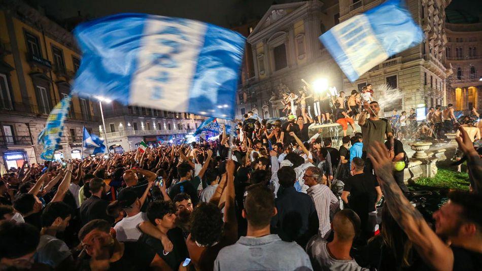 Festejos de hinchas del Napoli 20200619