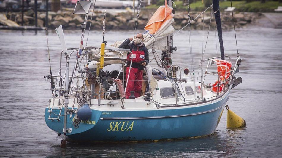 Juan Manuel Ballestero llegó a Mar del Plata luego de 85 días de navegación en solitario.