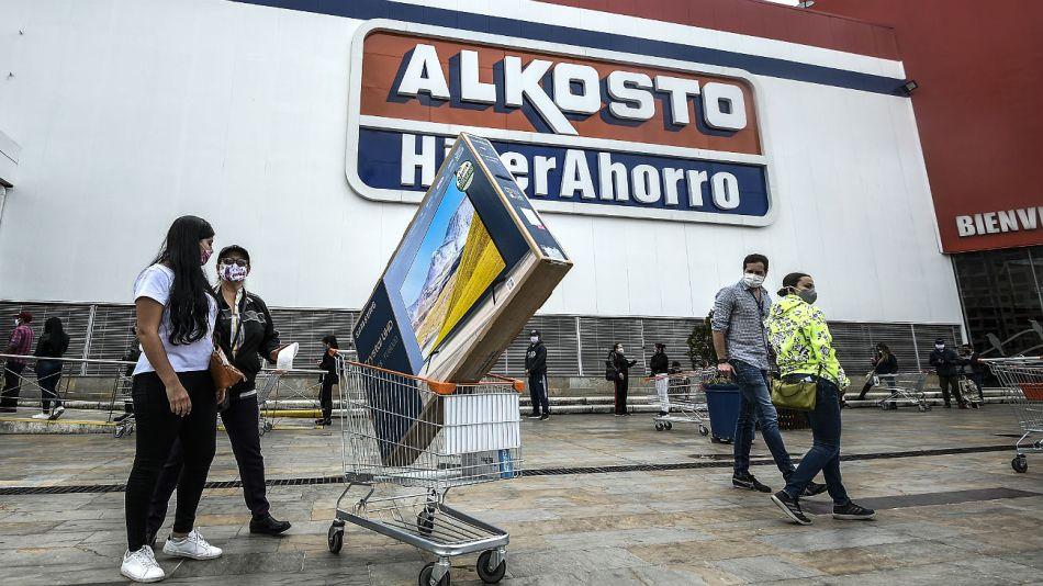 Los colombianos fueron de compras desafiando a la pandemia.