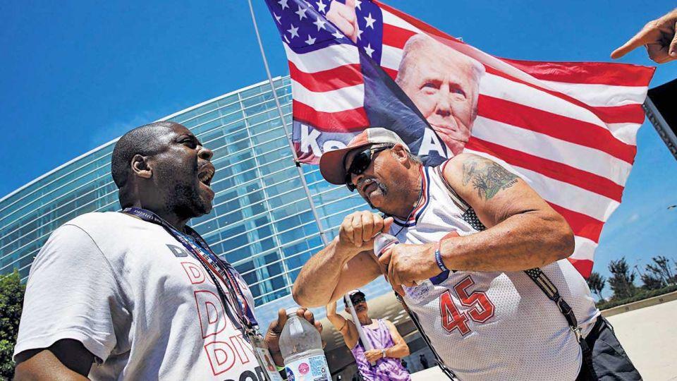 """Tensión. Seguidores del republicano acampan en Tulsa, donde ayer se conmemoró el """"Juneteenth"""", el aniversario del fin de la esclavitud en los Estados Unidos. El mitin de Trump fue pospuesto para hoy, luego de ser criticado por reavivar el conflicto racial."""