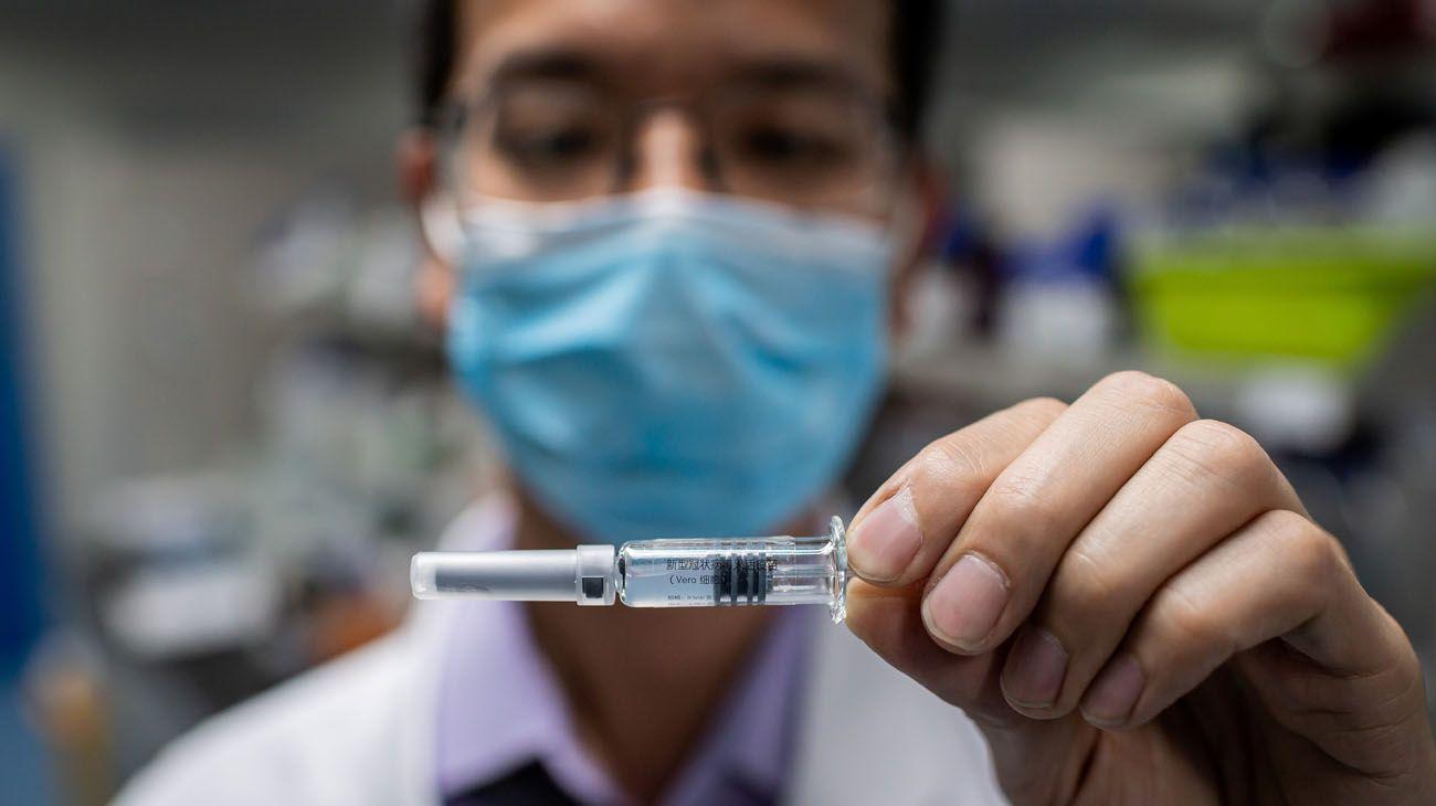 Los primeros cientos de millones de dosis de vacunas contra el COVID-19 podrían estar disponibles hacia finales de año.