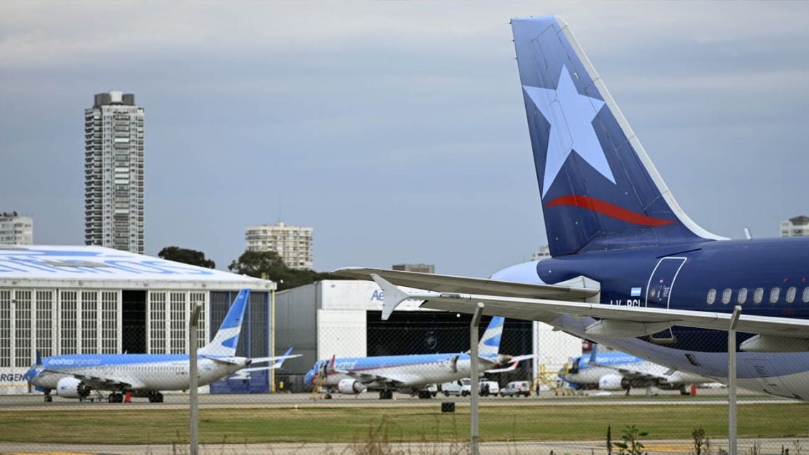 LATAM operated out of Aeroparque Jorge Newbery and its withdrawal from domestic flights leaves Aerolíneas as the only airline operating out of the City airport.