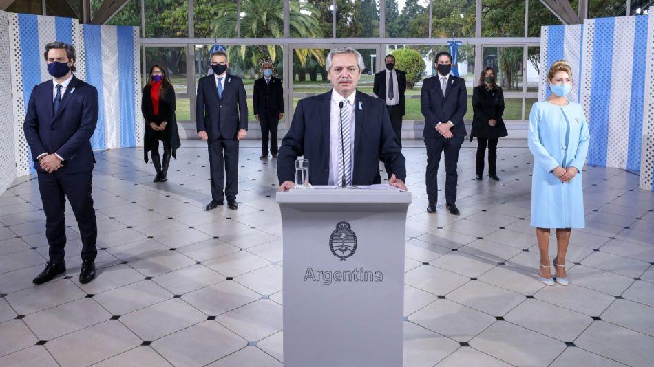 El presidente Alberto Fernandez encabezó esta mañana de forma virtual el acto por el Día de la Bandera.
