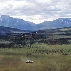 Así fue transportado el micro desde las cercanías del Parque Denali hasta una ubicación reservada.