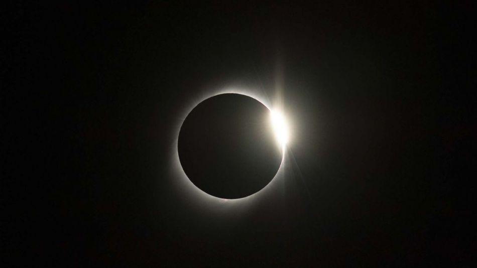 """Eclipse del """"anillo de fuego"""":"""