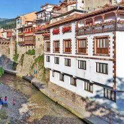 Los pueblos de la zona de Navarra, como Elizondo, son poco conocidos por los extranjeros pero guardan un encanto particular.