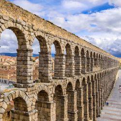 El acueducto romano de Segovia es una de las grandes atracciones históricas que ofrece España en su territorio.