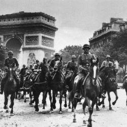 Tropas Nazis llegando a París