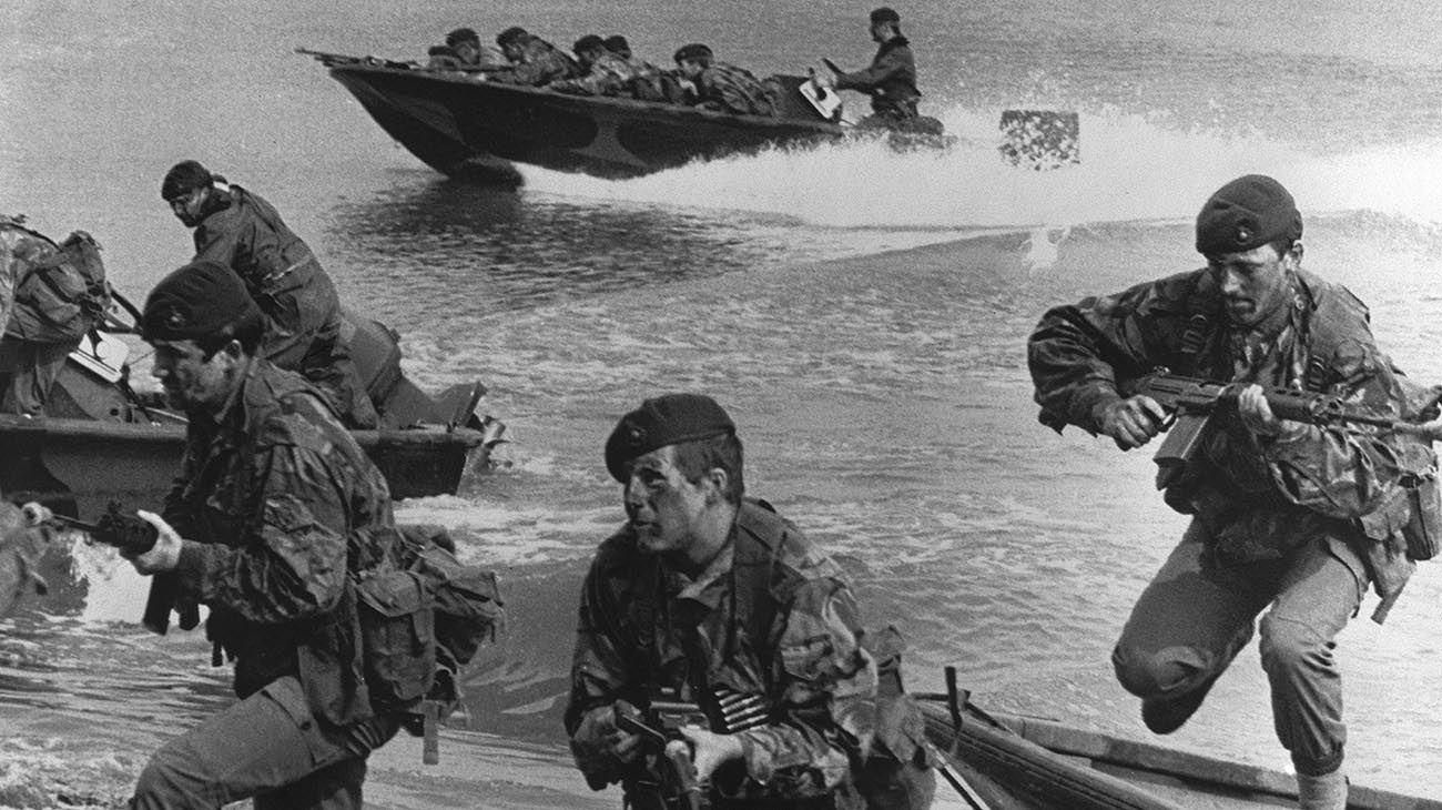Puerto Howard en la isla Gran Malvina se produjo un enfrentamiento entre una patrulla de la Compañía de Comandos 601 del Ejército y una patrulla del S.A.S. (Special Air Service)