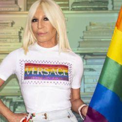 Donatella Versace se une a las firmas de lujo que lanzan sus colecciones LGBT