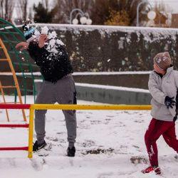 Tal como estaba previsto por el Servicio Meteorológico Nacional, esta mañana nevó en la ciudad de Río Gallegos, y los vecinos aprovecharon a disfrutar la nieve llevando a cabo distintas actividades. | Foto:Télam