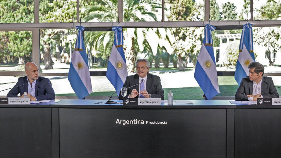 President Alberto Fernández announces the extension of the quarantine period, flanked by Buenos Aires City Mayor Horacio Rodríguez Larreta and Buenos Aires Province Governor Axel Kicillof.