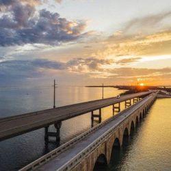 El Florida East Coast Railway tiene un trazado de 206 km que incluyen hitos de la ingeniería como el viaducto de 11,2 km que se sostiene sobre 336 muelles de hormigón.