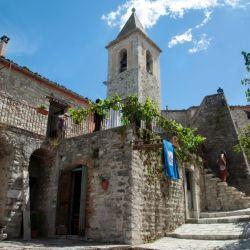 Los visitantes podrán alojarse gratis este verano en casas típicas del centro como esta.